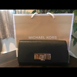 NWT Michael Kors Callie Carryall Wallet